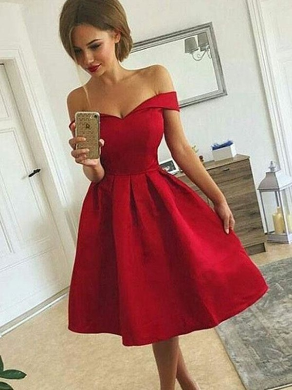 A-Line Satin Off-the-Shoulder Ruched Knee-length Homecoming Dresses