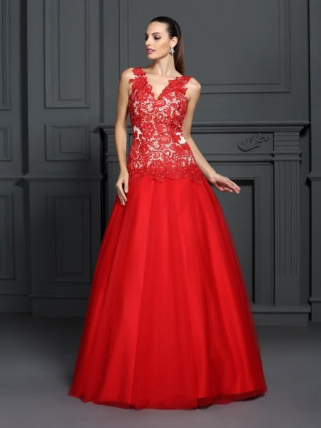 V-neck Lace Lace Ball Gown Quinceanera Dresses