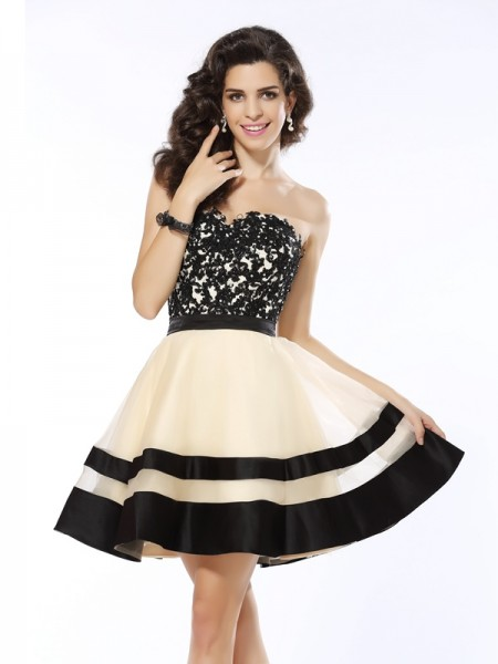 A-Line Sweetheart Applique Short Organza Homecoming Dresses