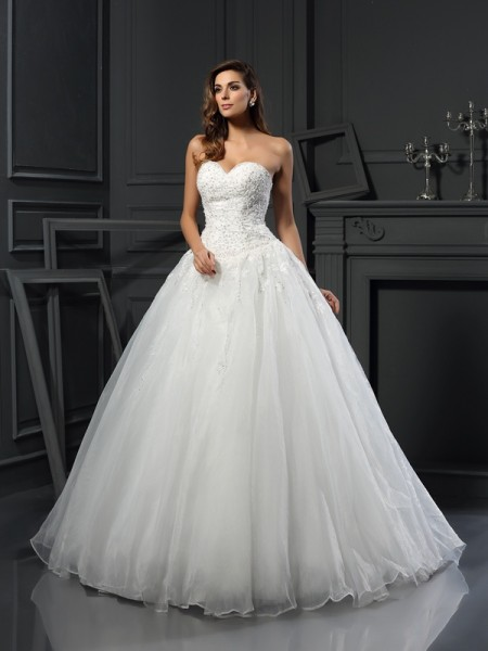 Sweetheart Beading Tulle Ball Gown Wedding Dresses