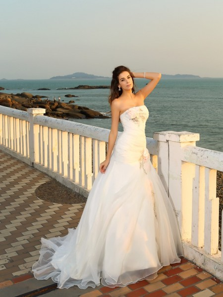 Strapless Hand-Made Flower Satin Beach Ball Gown Wedding Dresses
