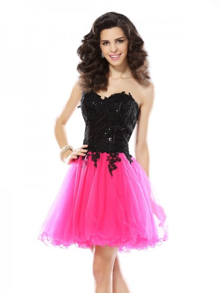 A-Line Sweetheart Lace Short Net Homecoming Dresses