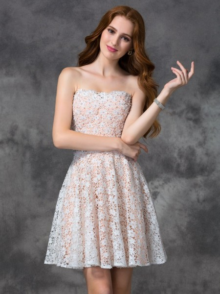 A-Line Sweetheart Lace Short Lace Homecoming Dresses