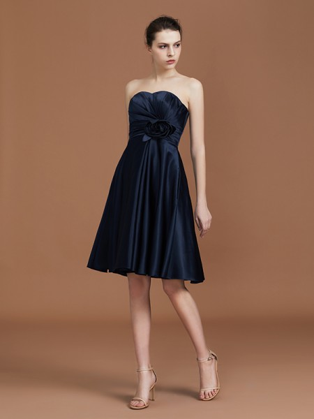 A-Line/Princess Sweetheart Knee-Length Sleeveless Satin Hand-Made Flower Bridesmaid Dresses