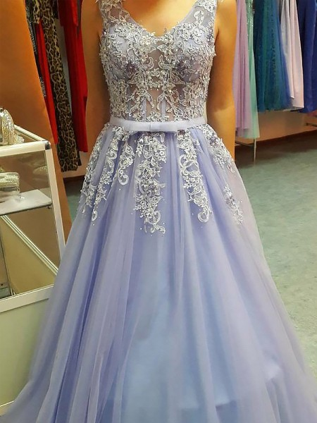 A-Line V-neck Floor-Length Applique Tulle Prom Dresses