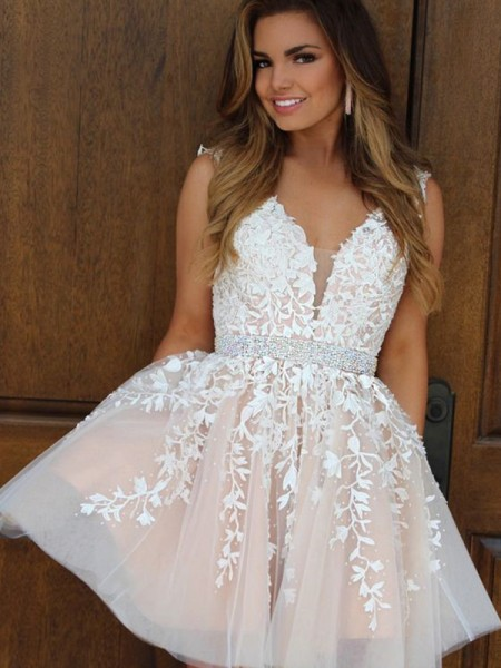 A-Line V-neck Tulle Applique Short/Mini Homecoming Dresses