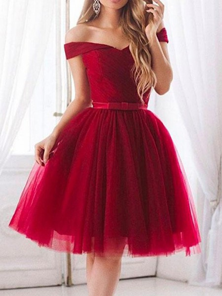 A-Line Tulle Ruffles Off-the-Shoulder Knee-Length Homecoming Dresses