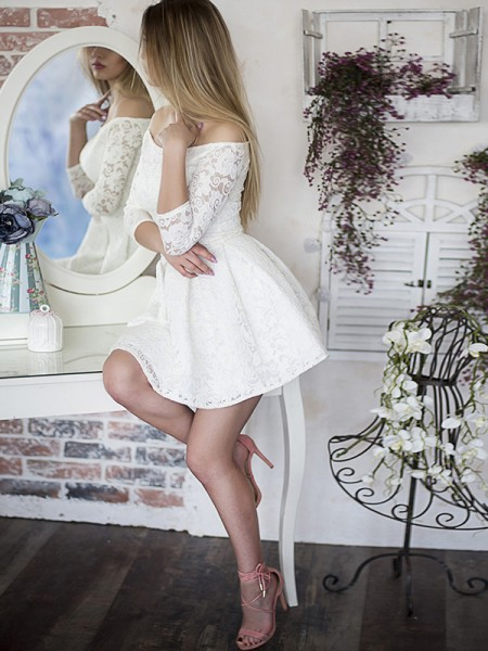 A-Line Ruffles Off-the-Shoulder Lace Short/Mini Homecoming Dresses