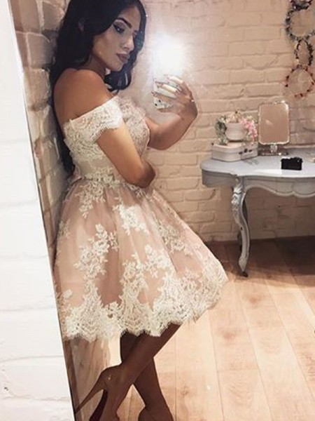 A-Line Off-the-Shoulder Lace Short/Mini Homecoming Dresses