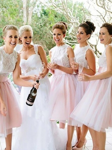 A-Line Scoop Tulle Knee-Length Bridesmaid Dresses
