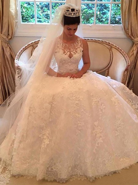 A-Line Lace Court Train Scoop Applique Wedding Dresses