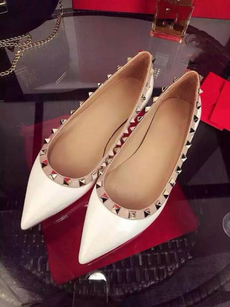 Latest Women's White Flat Heel Sheepskin Closed Toe With Rivet Party Casual Flat Shoes