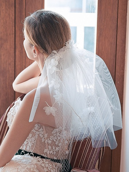 Fashion Pretty Tulle Cut Edge With Hand-Made Flower Shoulder Veils