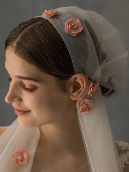 Fashion Delicate Tulle One-Tier With Applique Elbow Bridal Veils