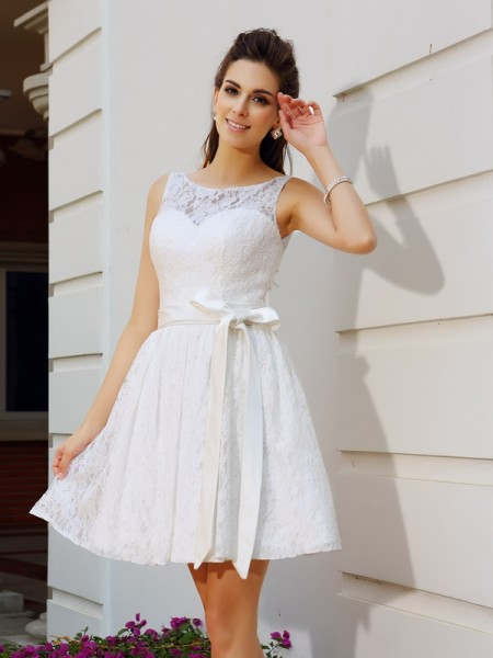 A-Line Scoop Sash/Ribbon/Belt Short Lace Homecoming Dresses