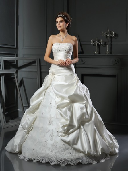 Sweetheart Beading Applique Satin Ball Gown Wedding Dresses