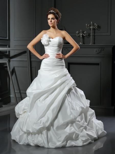 Sweetheart Hand-Made Flower Satin Ball Gown Wedding Dresses