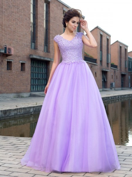 V-neck Applique Net Ball Gown Prom Dresses