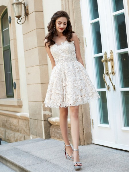 A-Line Sweetheart Rhinestone Short/Mini Lace Homecoming Dresses