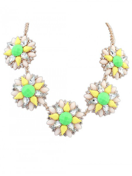 Latest Occident Stylish Street shooting Popular Flowers Hot Sale Necklace