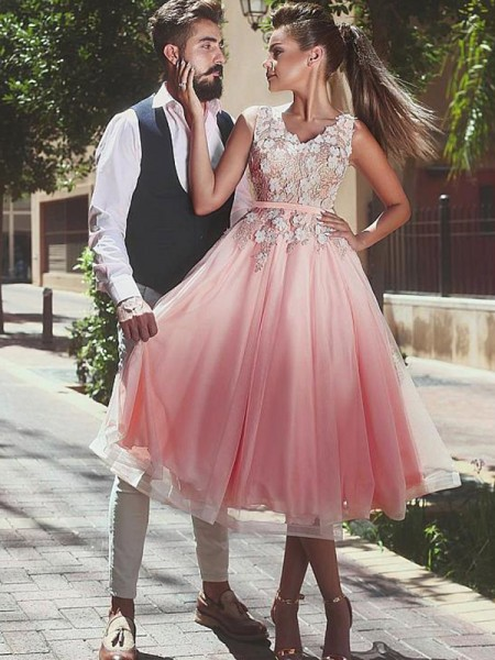 A-Line V-neck Lace Tea-Length Tulle Homecoming Dresses