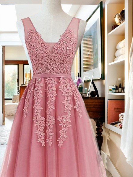 V-neck Cut Short With Applique Tulle Pink A-Line Homecoming Dresses