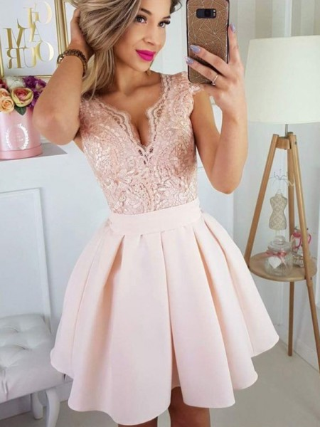 A-Line/Princess Short Sleeves Sweetheart Satin Applique Short/Mini Homecoming Dresses