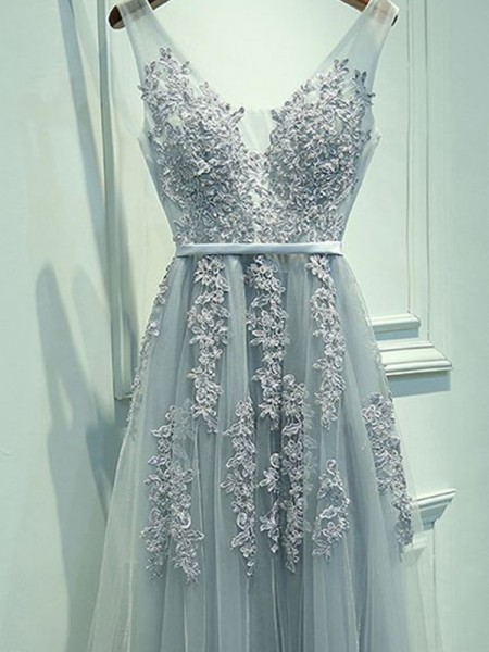 A-Line V-neck Tulle Applique Floor-Length Prom Dresses