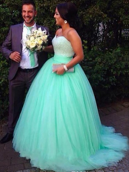 Sweetheart Tulle Sweep/Brush Train Beading Plus Size Ball Gown Prom Dresses