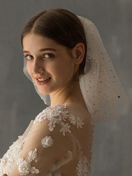 Fashion Gorgeous Tulle Two-Tier With Sequin Shoulder Veils
